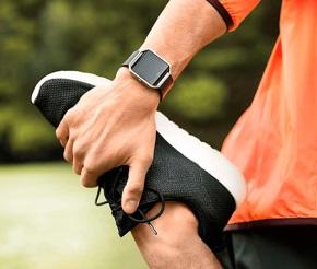 La moda en negro con el nuevo Fitbit BlazeGunmetal