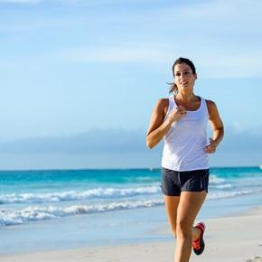 Cinco trucos para correr por la playa esteverano