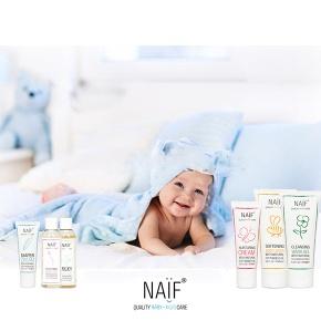 Naïf nos acerca el ritual del baño en los primeros meses de vida delbebé