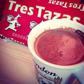 La Colonial, la marca de chocolate más antigua de España, recupera la hora del chocolate a la taza como tradición depaís